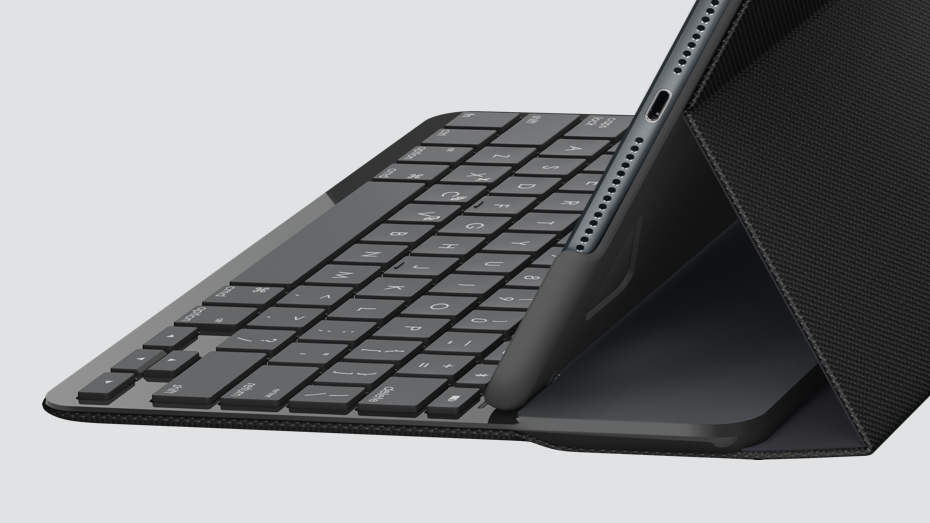 Slim folio case with integrated keyboard