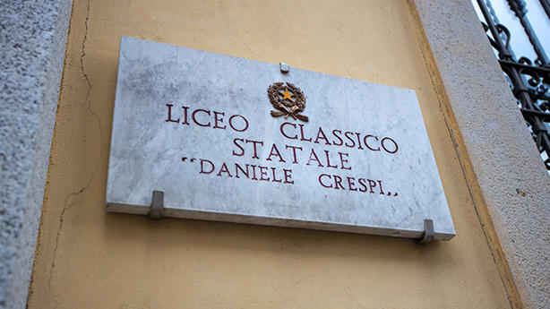 photo of plaque showing the name of liceo crespi